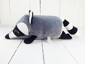 Мягкая игрушка валик Strekoza малыш Енот 31 см серый