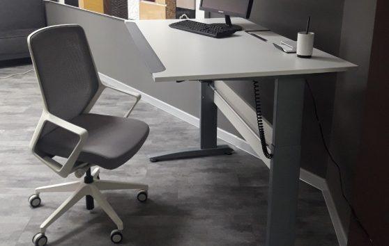 Стол компьютерный регулируемый по высоте Enrandnepr белый