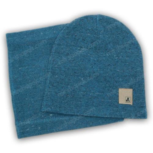 Осеняя вязанная шапка и хомут