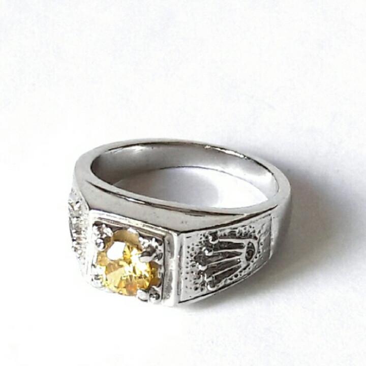 Кольцо с жёлтым камнем с родиевым покрытием