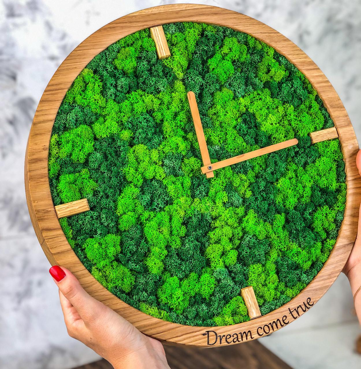 Часы с мохом.