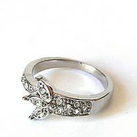 Кольцо Трилистник покрытие родиевое и ряд красивых камней