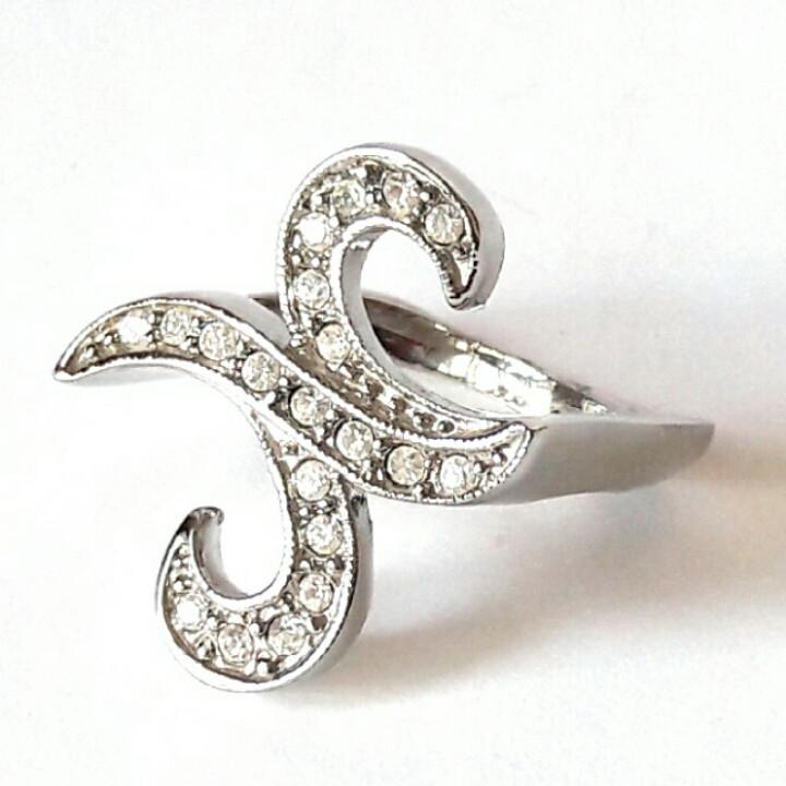 Кольцо на букву N, родиевое покрытие