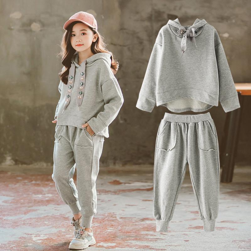 Детский серый костюм на девочку