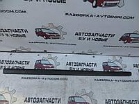 Накладка / Молдинг правой двери VW Polo (2001-2005) OE:6Q3853516