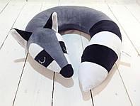 Подушка для путешествий Strekoza Спящий Енот 34см серый, фото 1