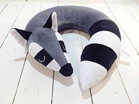 Подушка для путешествий Strekoza Спящий Енот 34см серый
