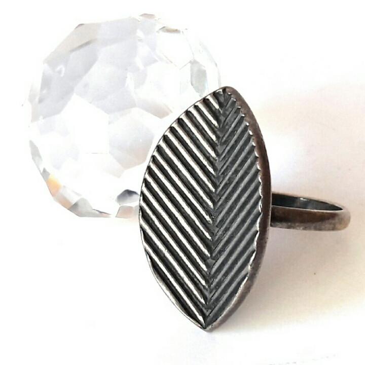 Кольцо Листок из коллекции Кр.Пресни, посеребрянное