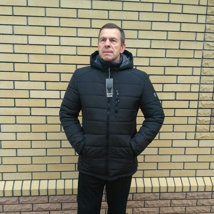 Мужская зимняя куртка  с капюшоном 50-62 черный