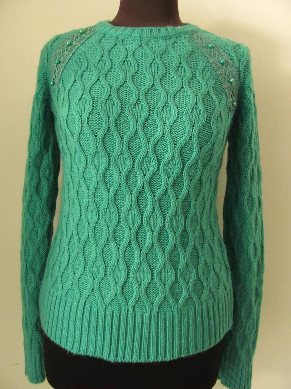 Джемпер женский вязаный, украшен кружевом на плечах, теплый, мягкая пряжа, размер 42-48, код 2434М