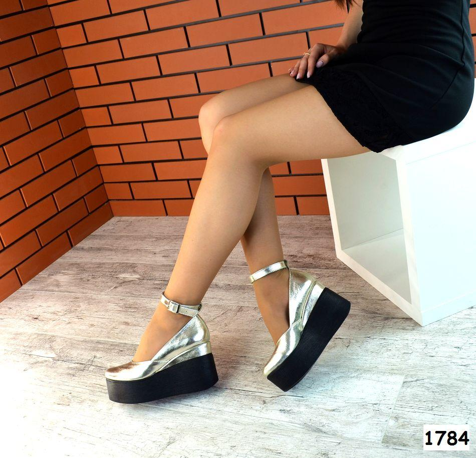 Женские Туфли на платформе с ремешком. Размер 40