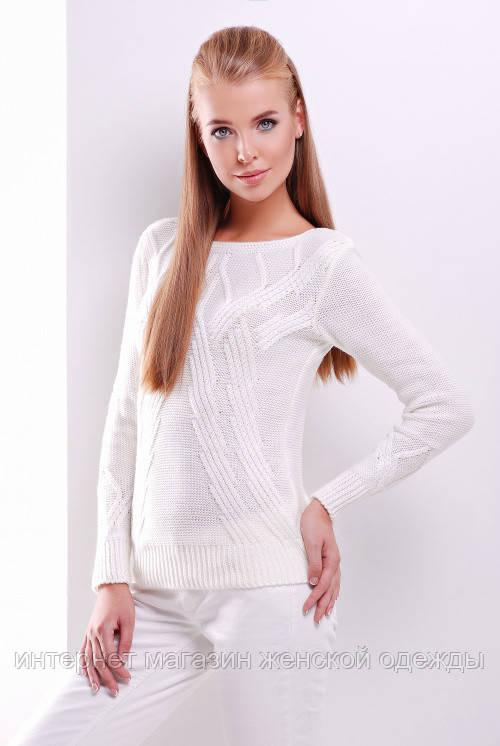 Женский вязаный однотонный свитер с круглым вырезом молочный