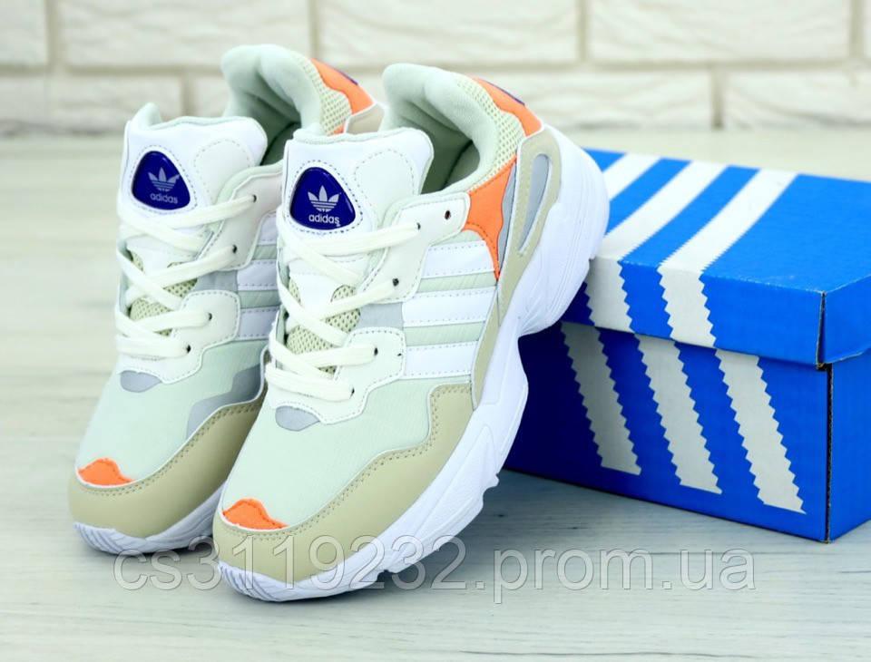 Женские кроссовки Adidas Yung-96 (бело-бежевые)