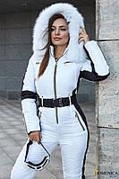 Тёплый лыжный женский комбинезон белого цвета с опушкой из натурального песца
