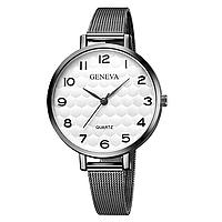 Женские часы Geneva с тонким металлическим браслетом.
