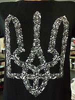 Черная мужская футболка с серебристым трезубцем