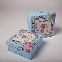 Коробка гол./роз. квадр. цветы, мал.