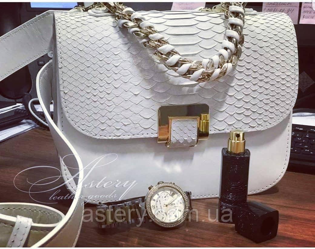 Женская белая сумка AGATA Gold с плетеной цепочкой