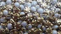 Камни 10мм в золотой оправе белые (300шт)