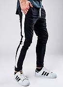 Мужские спортивные штаны с лампасами черного цвета