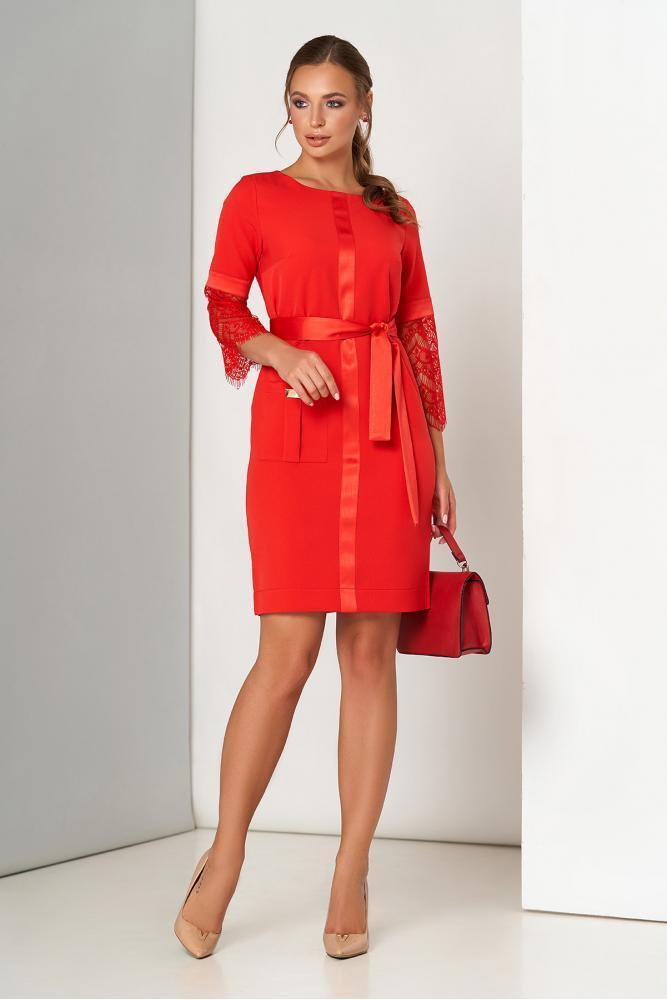 Красное нарядное платье миди с гипюром