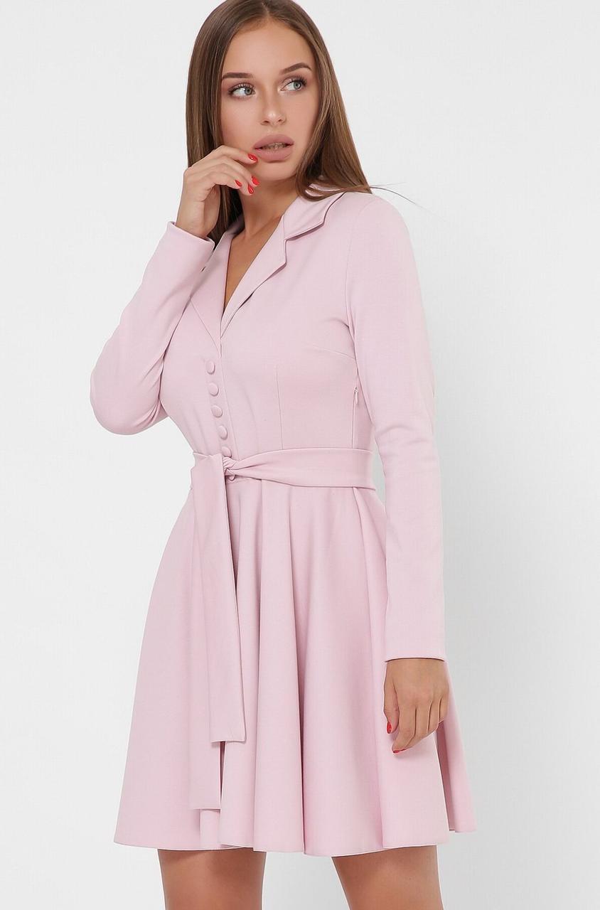 Трикотажное платье в деловом стиле цвета пудра