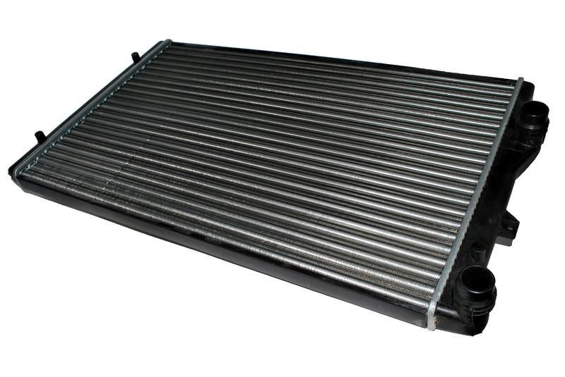 Радиатор охлаждения Volkswagen Passat (1.9 TDI) 2004- (650*405*26mm)
