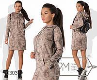 Платье-толстовка мини прямое из трикотажной ангоры с напылением, с капюшоном, косыми карманами, 2 цвета