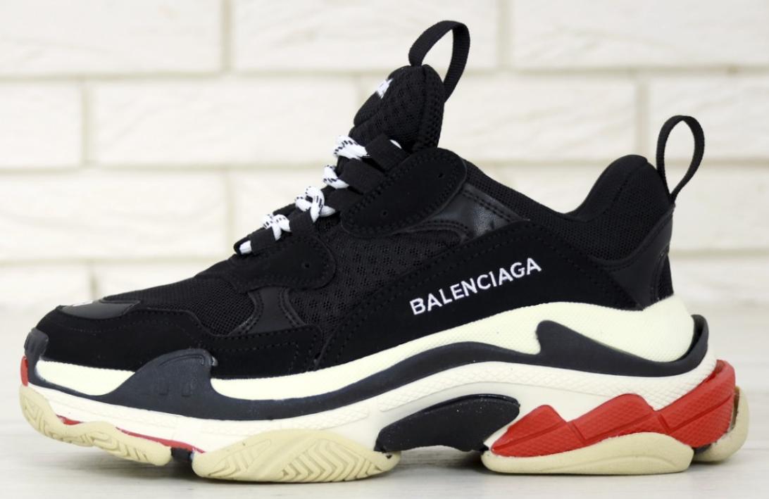 Женские кроссовки Balenciaga Triple S Black Red Многослойная подошва (Баленсиага Трипл С черные)
