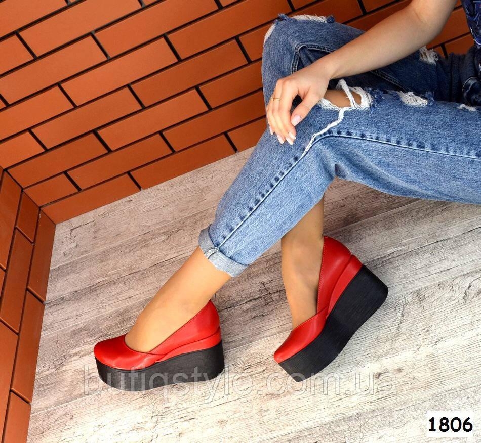 Женские красные туфли на черной платформе натуральная кожа