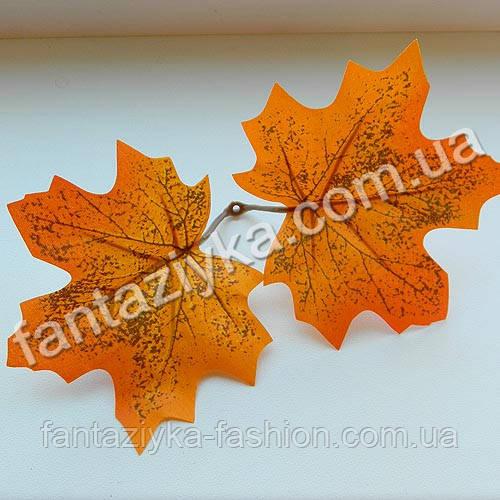 Осенний лист клена оранжевый двойной