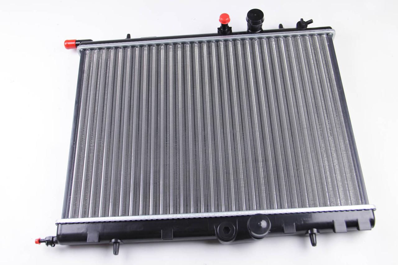Радиатор охлаждения Peugeot Partner (1.1-1.9D) 2002-2006 (379*563*27mm) МКПП