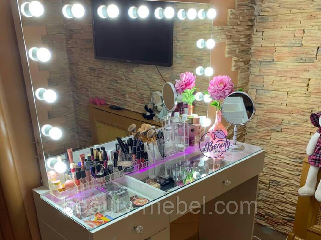 Широкий столик для макияжа со столешницей-витриной