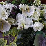 Экзотик-композиция из белых цветов и зелени, фото 3