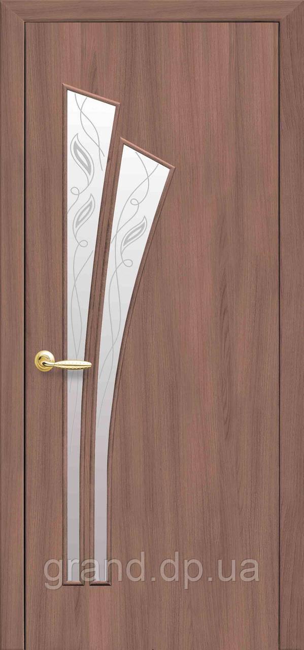 Двери межкомнатные Новый стиль Лилия со стеклом и цветным рисунком, цвет ольха 3D
