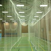 Безузловые заградительные сетки (Испания) для спортзалов и площадок