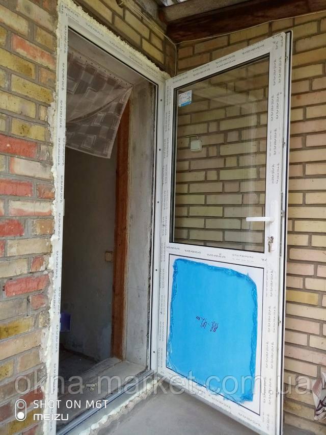 Металлопластиковые входные двери REHAU