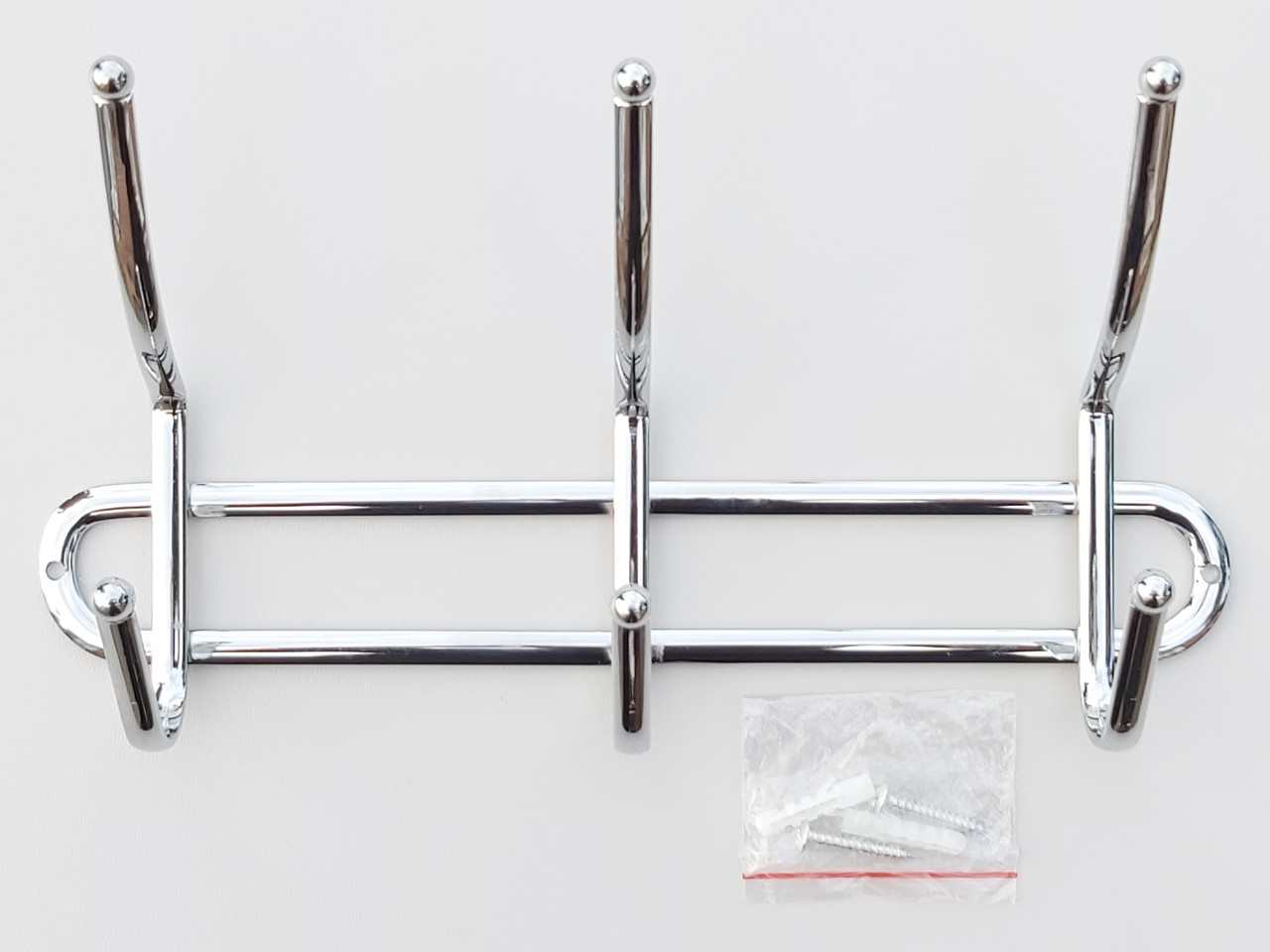 Длина 26 см. Вешалка ВНК3  настенная металл в хромированном покрытии на 3 крючка