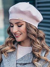 Класичний вязаний берет з мерехтливою ниткою люрексу в кольорах блідо-рожевий