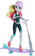 Monster High Лагуна Блю на скейтборде-самокате Surf-To-Turf Scooter Vehicle with Lagoona Blue Doll