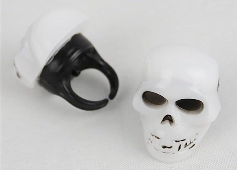 Кольцо Череп на Хэллоуин светящееся