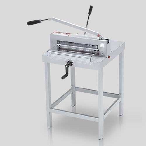 EBA 436, гильотина для бумаги ручная, длина реза 435 мм, толщина стопы 40 мм, зажим ручной.