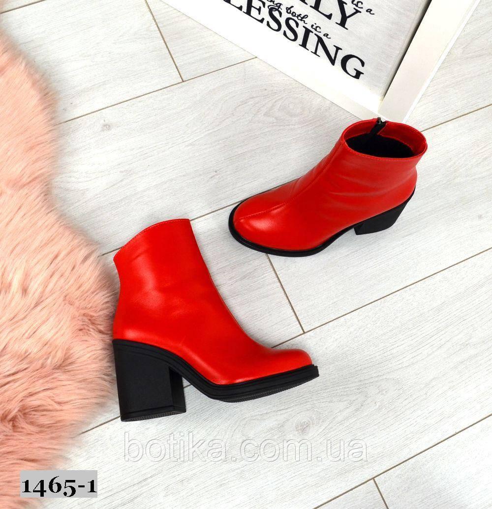 Эффектные кожаные демисезонные ботинки на каблуке