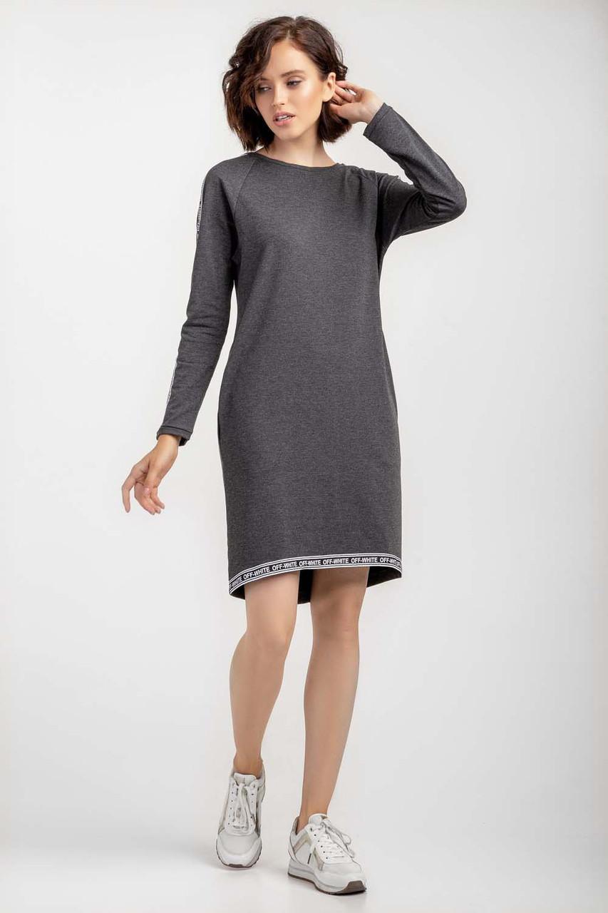 Лаконичное платье прямого силуэта.Разные цвета
