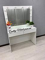 Стол для макияжа в белом цвете
