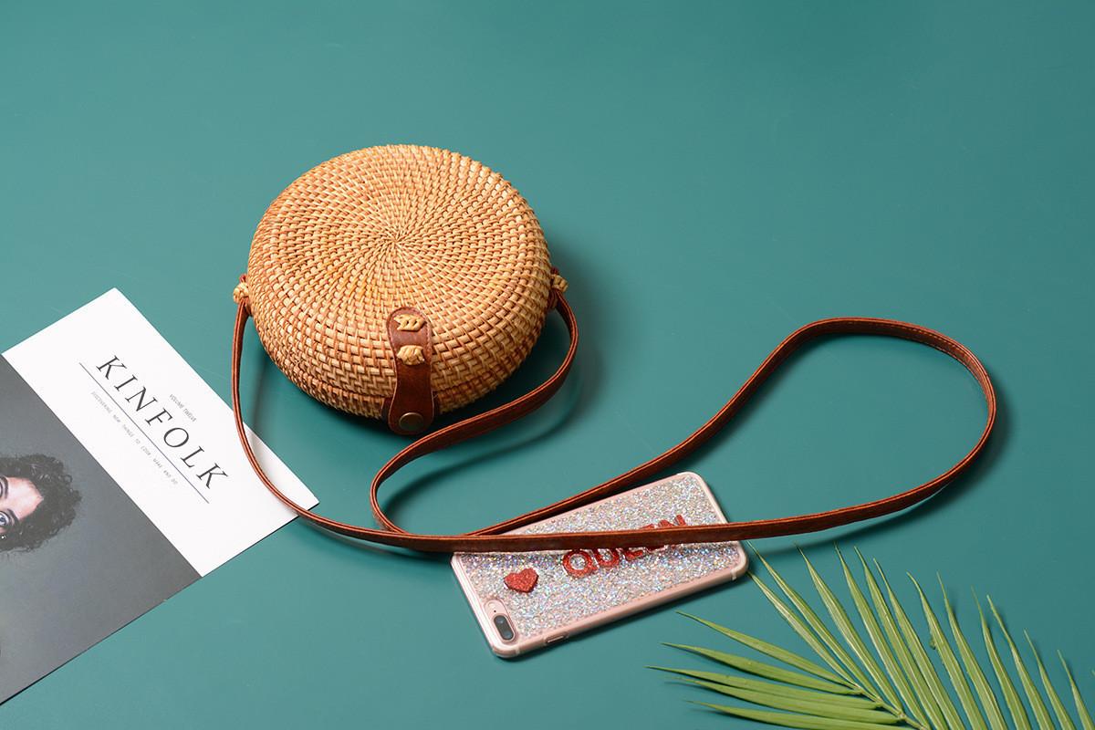 Круглая маленькая плетеная сумка Бали на ремешке tez14500