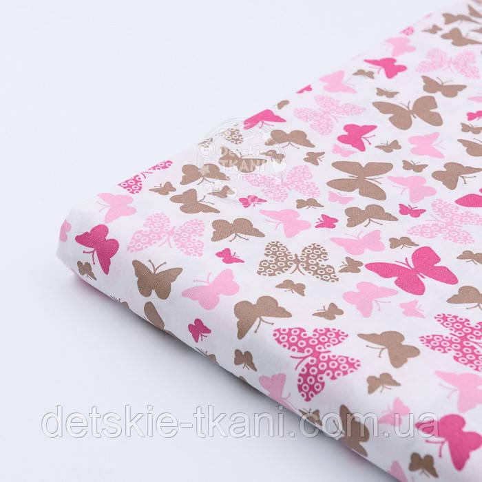 Лоскут ткани с маленькими розово-коричневыми бабочками на белом  фоне № 962а