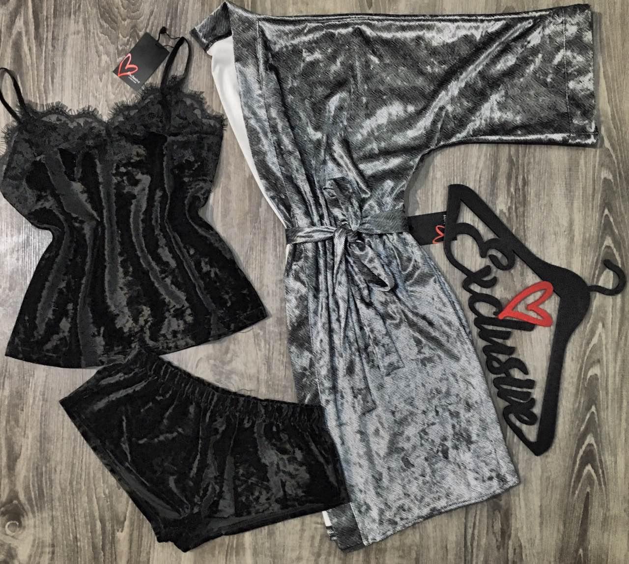 Велюровый набор халат и пижама с кружевом.