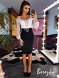 Женский комплект: белое боди с кружевом и спущенными плечами и джинсовая юбка-карандаш с поясом, фото 2
