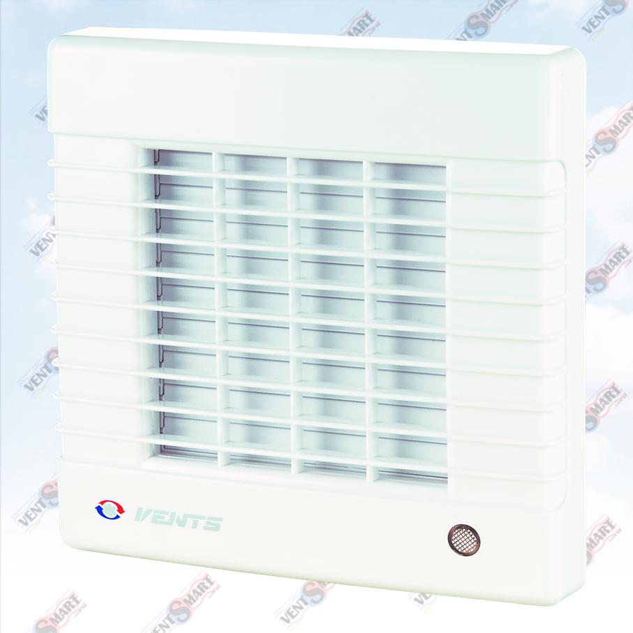 Внешний вид (фото, изображение) декоративного вытяжного вентилятора с жалюзями Vents 125 MAТР с лаконичным и оригинальным дизайном в белом цвете (популярен как вентилятор для ванной с жалюзями). Осевой вентилятор имеет малое энергопотребление, высокую продуктивность и низкий уровень шума. Модификации Вентс 125 МА: со шнурковым выключателем, с реле времени (таймером задержки выключения от 2 до 30 минут), датчиком влажности, датчиком присутствия (датчиком движения); опционально доступно для заказа: двигатель на подшипниках качения, двигатель турбо или 12В/50Гц.
